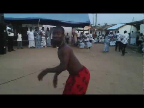Ayawaso Manshishi Kweloi cultural group (Ghana) - percussion, dancing & acrobatics