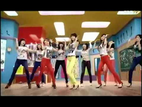 Korean girls dancing to 'O Womaniya' Song from Gangs of Wasseypur
