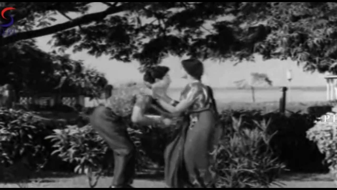 Download A En Kannuku Virunthenkey From Movie Paladai