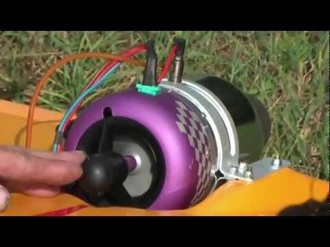Игрушка с реактивным двигателем.flv
