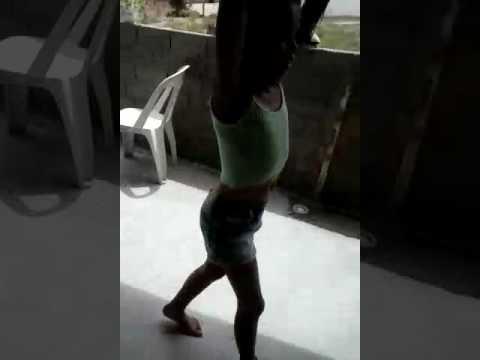 Menina dançando taca taca e seu primo tira a música é leva uma pisa thumbnail