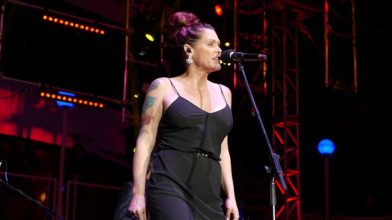 beth hart fat man 2 9 17 keeping the blues alive cruise youtube. Black Bedroom Furniture Sets. Home Design Ideas