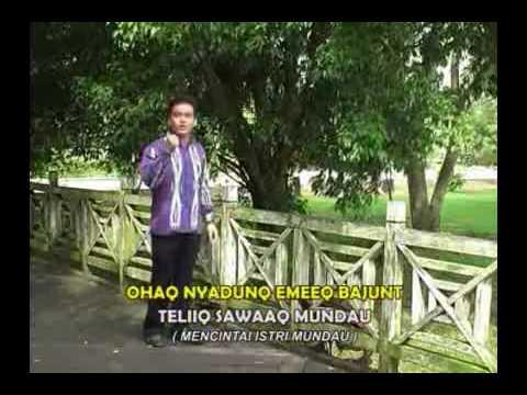 Lagu Dayak Benuaq (Rony ~ Kesah Mundau) Kalimantan Timur.flv