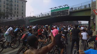 This Is What Happens When Hundreds of Bicycle Riders Block Traffic