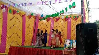 Aao bachchon tumhe dikhaye Deshbhakti Song dance by little girl student by primary school Hadhi