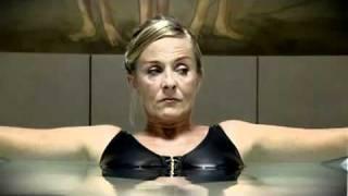 Woman farts in pool!!
