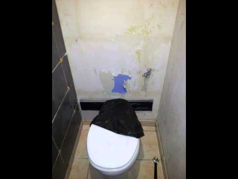 Pose carrelage dans un wc youtube for Pose carrelage