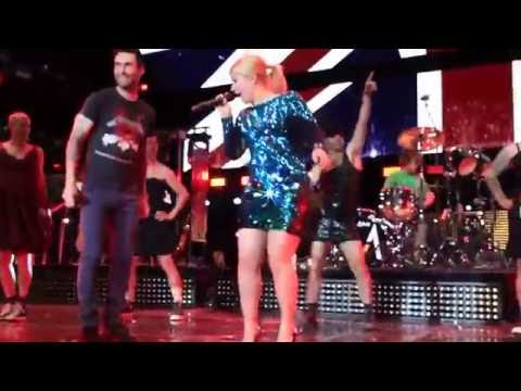 Kelly Clarkson // Maroon 5 Tour Prank