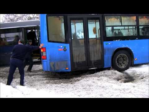 Ikarus 405-ös a király!? - Schneekaos in Budapest - Snow chaos - Volvo bus in the snow