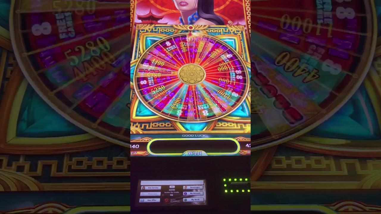 Play 8 Petals Slots Online