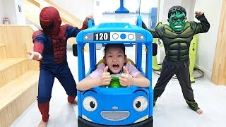 LoveStar transform into Spider Man and Hulk and they rescue Tayo Bus