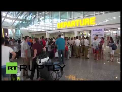 Indonesia: Volcanic ash cloud leaves thousands stranded at Bali airport