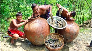 Unique Fish Trapping in Big Pottery Pot - Fishing Underwater By Huge Pottery Pot - Country Fish