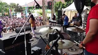 Azmi - Pernah live performance @ Overly 2018 SMAN 105 JKT