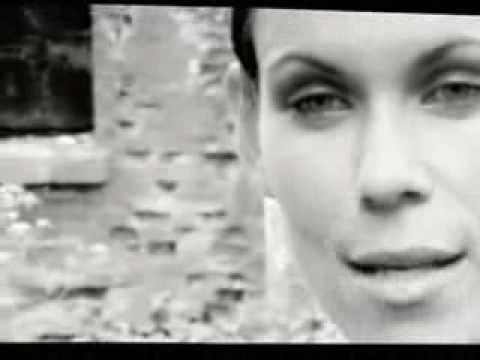 Клип Bliss - Kissing