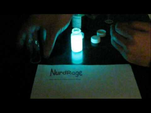 Make a glow stick reaction with real chemicals