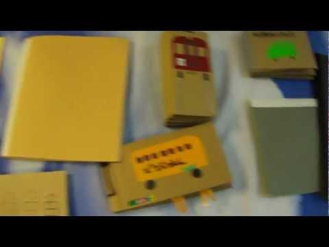 手作り絵本展示Make a picture book from recycled materials