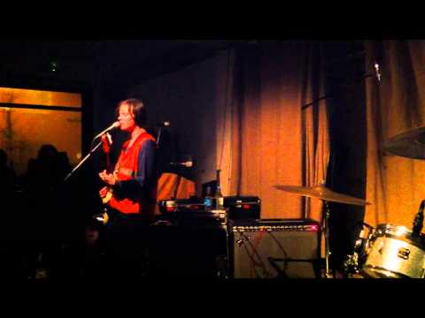 Scout Niblett - Hot To Death (Live @ Cafe Oto in London 30.11.2010)