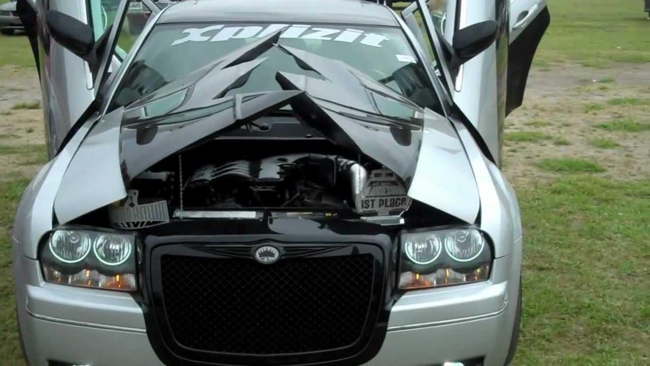 Xplizit Car Club Nc Chrysler 300 Split Hood Slamsession