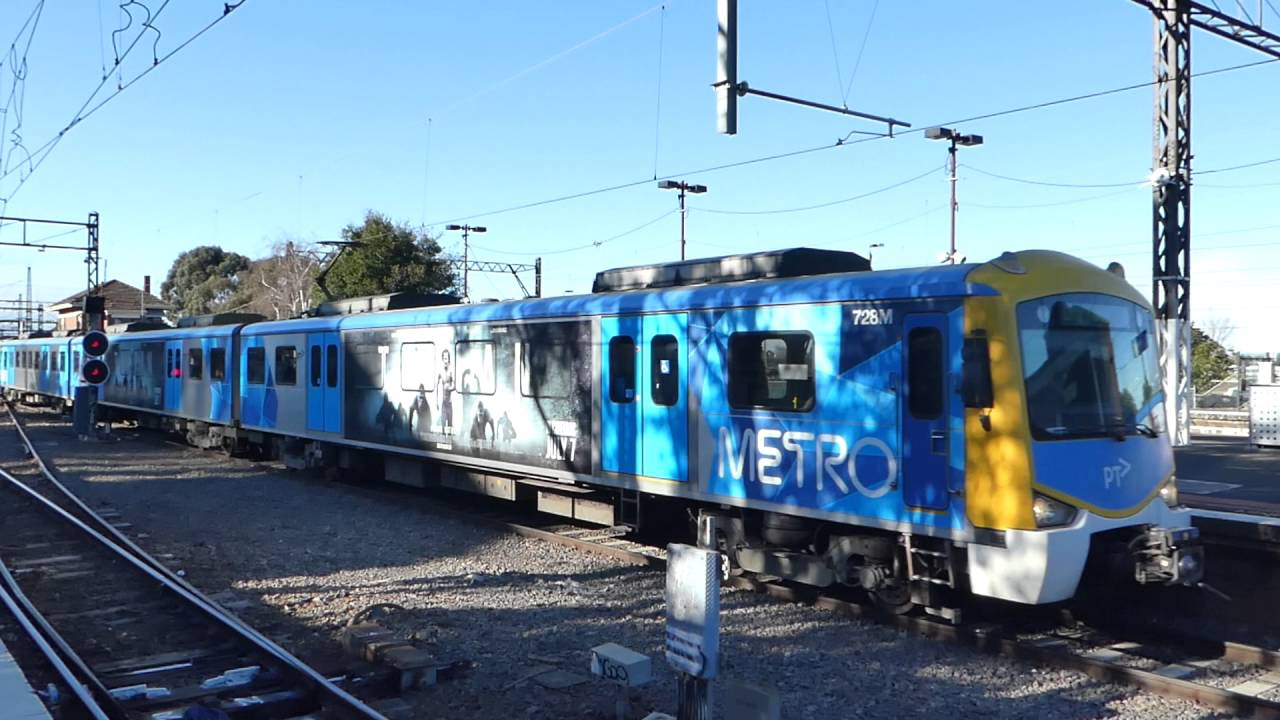 how to get to caulfield racecourse by train