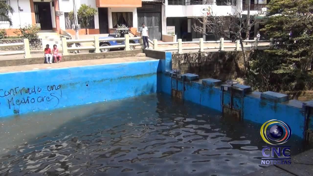 emquilichao lleva a cabo la limpieza de la piscina