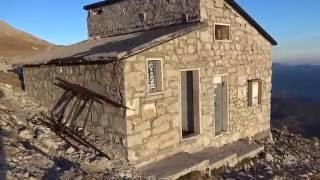 Dal Monte Vettore; come si presenta il rifugio Tito Zilioli ed il Lago di Pilato post terremoto
