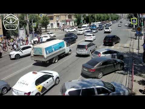 Опубликовано видео жуткой аварии возле Ворошиловского ТЦ в Волгограде