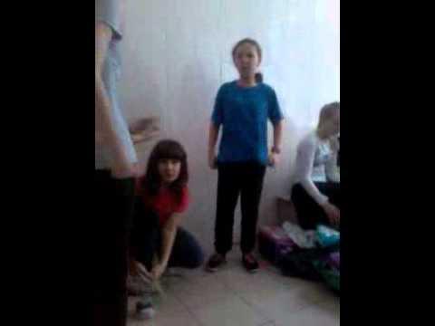 Девочки раздеваются в раздевалке скрытая камера видео