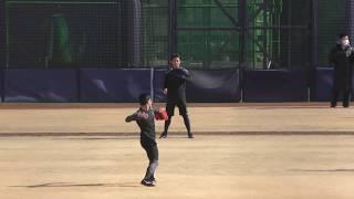 鎌ヶ谷スタジアム ボールが伸びているのか、キャッチボールの相手の田宮...