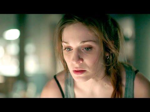 Lara recibe la visita del asesino en su casa - Pulsaciones
