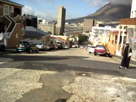 Zuhur azan in Bo-Kaap, Cape Town...أذان الظهر من مدينة كيب تاون.AVI