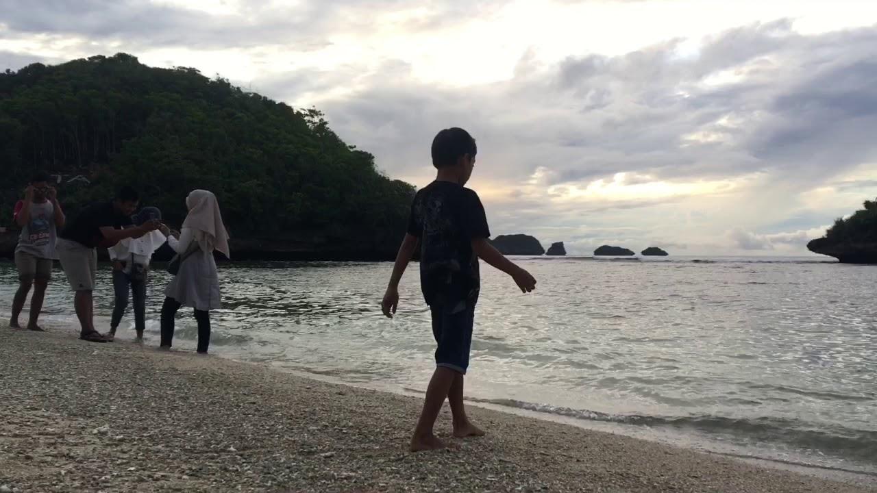Feeling Good Camping di Pantai Teluk Asmara Malang - YouTube