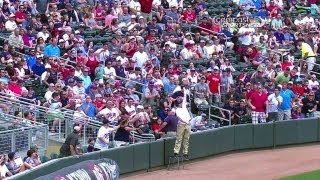 Twins ballboy makes an incredible leaping catch