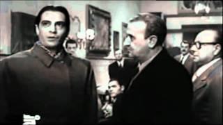 """Il """"Saluto romano"""" di Nino Manfredi - Anni Ruggenti (1962)"""