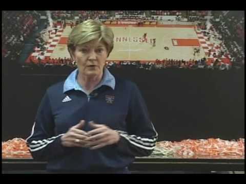 Pat Summitt's Definite Dozen - How to Build a Girls Basketball Championship Team