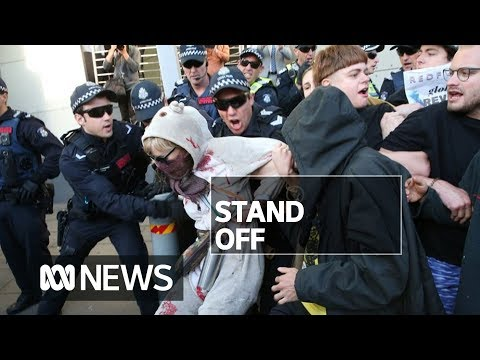 Police defend tactics after second day of Melbourne climate protests turn violent | ABC News