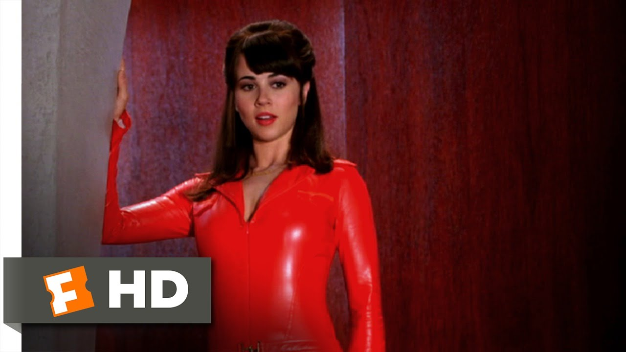 Scooby Doo 2: Monsters Unleashed (4/10) Movie CLIP - Velma Gets Hot (2004)  HD - YouTube