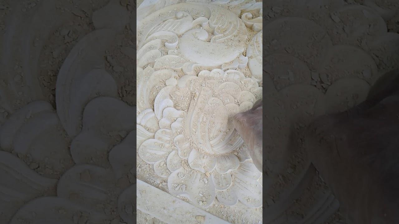 Pembuatan kerajinan ukiran relief batu alam hiasan dinding ...
