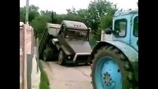Тракторист разломил грузовик