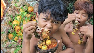 Primitive Technology - Yummy cooking chicken eggs on a rock - eating delicious