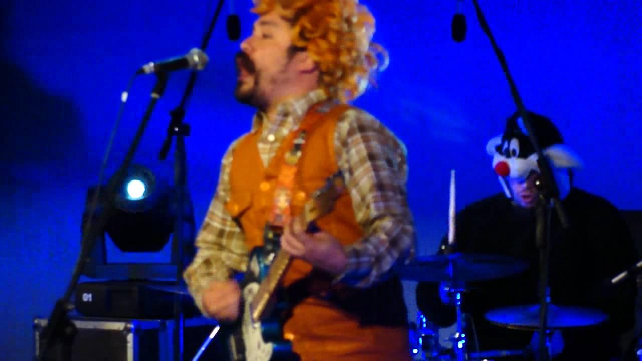 achu-rocanrol-fantasma-pulsar-2011-sala-de-las-artes-19-11-2011-rolando-millan
