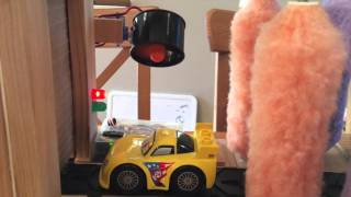Automatic play car wash (scale model)