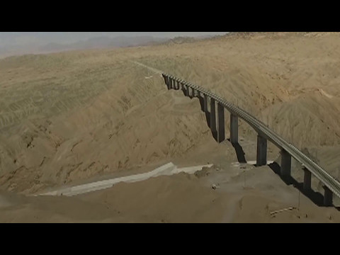 China's Dunhuang-Golmud railway tunnel completed