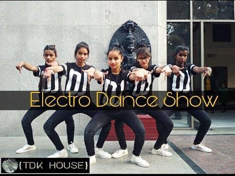 Chikni chameli mix khallash  Dance show || TDK House girls student || choreographer || ikram khan ||