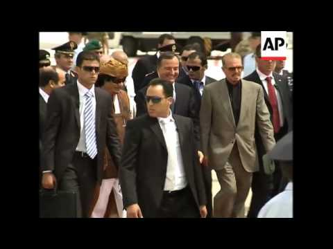 WRAP Gadhafi visits Rome for 4th time in year ADDS 200 women visit him