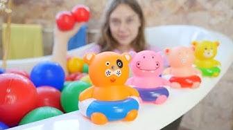 Leluvideo lapsille. Uimassa Pipsa Possun kanssa. Hauskoja lasten pelejä.
