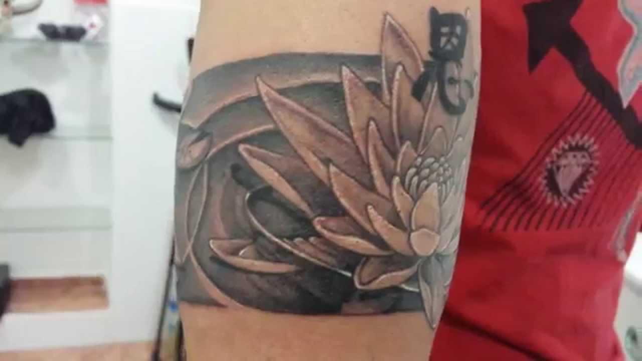 Tatuaje De Flor De Loto En Hombres Tatuajes T Tatoo