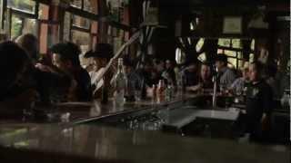 La Leyenda ft Genitallica | Con cualquiera (Video Oficial)