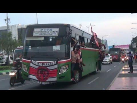 Bis Bis Jakmania Berdatangan dan tiba di stadion Patriot bekasi