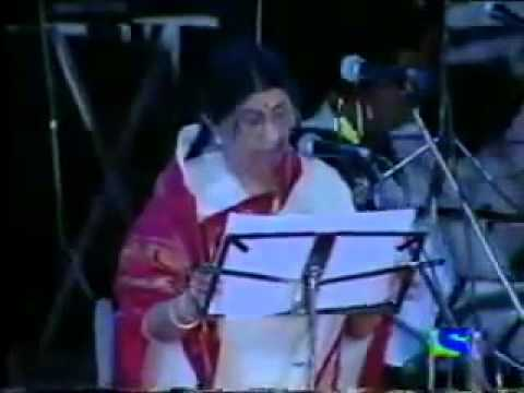 Beautiful Live performance by Lata and Amitabh for You